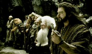 THE-HOBBIT-THE-DESOLATION-OF-SMAUG-EXC-DI-04-1-DI-to-L10_Thorin&DwarvestoEnterEreborDec0113skymovies-crop-clr