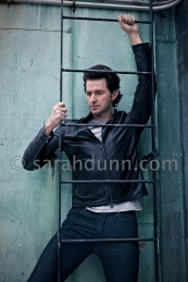 2014--RichardArmitage-behind-ladder-bySarahDunn_May1814SarahDunnPhotography-viaFB-sized
