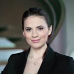 ChristinaGilcrist-isHayleyAtwell-fruhstucksfernsehen-berlin-4_Dec2914filmstagecom-crop-sized-clr