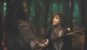 DOS2-34-ThorinHoldingBilboBackwithhisSword_Dec2714ranet-sized-crop-brt