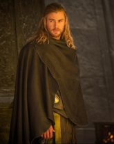 SirRoderick-isChris-Hemsworth-as-thor-the-dark-world-6_Feb0515collidercom-cropto-armsling-undercape