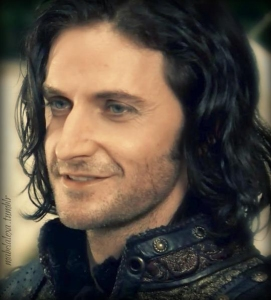 2009--SexySmileRichardArmitage-asSirGuyofGisborne_May1515mabelalexa-tumblr-viaNellindreamsTweet-sized