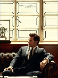 2013-Esquire-Dec2013-8-RichardArmitage-loungingoncouch_Jul2615ranet-sized