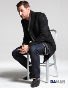 2014--DaManRichard-Armitage-Outtake-Photo-DAMAN-4--sittingonstool_Mar0115ranet