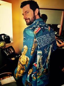 2015--ComicCon-RichardArmitage-inStarWarsScenes-jacket_Jul1115BryanFullerTweet