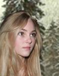 Alice-nervously-lookingup-isAnnaSophiaRobb_Nov2715google-sized-removed-mic-and-pearls-manipto-treefarm-flip