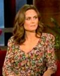 Olivia-isEmilyDeschanel-onEllenShow-Nov2115youtube-sized-clr-crop-brt2