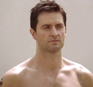 Richard_Armitage_as_John_Porter_-shoulders-in_Strike_Back_2010_-_05Nov0913allthingsarmitageblogspot