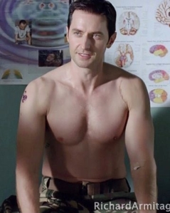 RichardArmitage-neckage-asJohnPorter-barechestphysical-in2010StrikeBack-epi1hd-pix078_Oct0111ranetcrop
