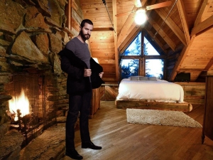 Sam-inside-hisMountainLogCabin-interiorTellurideCO_Nov2815pinterest-sized