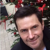 2015--XMAS-wishes-RichardArmitage-selfie_Dec1915RCAtweet-crop