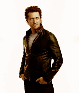 2013--RichardArmitage-inLeatherbySarahDunnDec1413FB-daria-sanswatermark-Grati-edit-to-color-sepia3