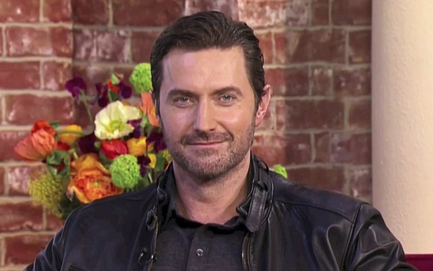 RAPortrait--2014--RichardArmitage-wponytail-interview_Jul1716viaRAFrance_Grati-sized-brt