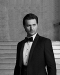 raportrait-2013-esquireuk-richardarmitage-intux-at-stairs_jul1016viafabo_dec3016grati-sized-blur-maskbkgrd1