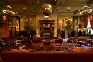 janehotel-lobby-reception-facing-fireplace-photobyianference_jan0217viaurbandaddy_grati-sized