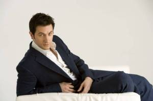 2008-richardarmitage-on-chaise-come-hither-byjcanning-020_feb1817ranet