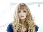 ahna-oreilly-long-blond-hair-eye-makeup_feb0117vialistal