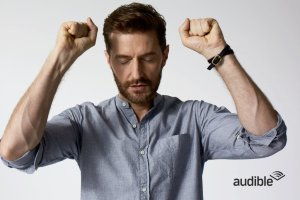 raportrait-2016x-richardarmitage-eyes-closed-arms-raised_feb0817audible-viatheonigriva