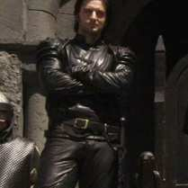 SirGuy--RH1or1--Guy-in-leather-standing-on-Castle-Steps-isRichardArmitage_Aug2319viaJeannieG