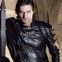 SirGuy--rh2x--RichardArmitage-inBlk-leather-smoulder_Nov12-2019viaEmma_Apr15-2021-viaGrati