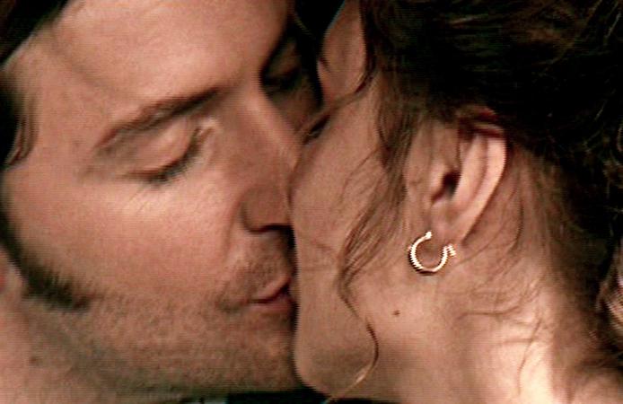 LordEdward-kissingLadyEmily-isRichardArmitage-inN&S2004Epi4_Nov1013GratianaLCapBrt2